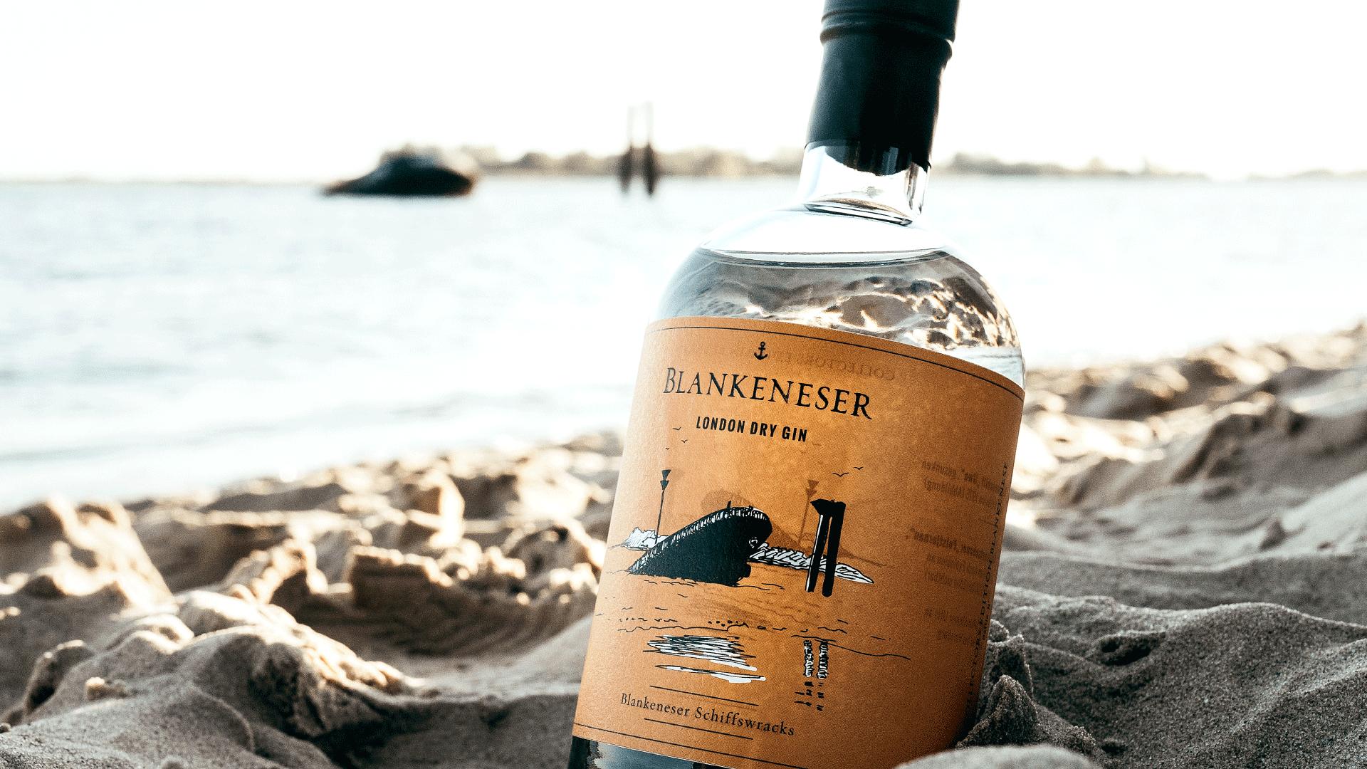 BLANKENESER Gin am Strand mit Schiffswrack