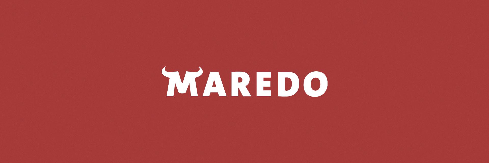 MAREDO Logo auf rotem Hintergrund